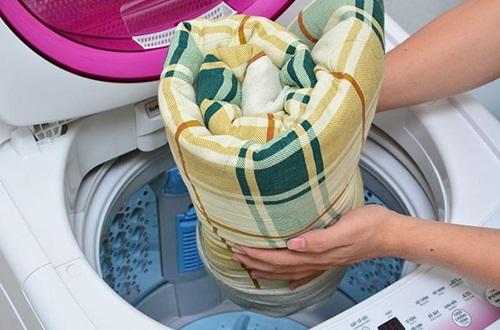 Có nên giặt chăn ga gối đệm thường xuyên không?