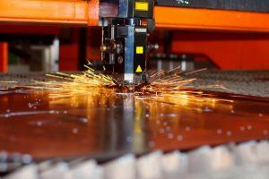 Vì sao tia laser trong máy cắt laser có thể cắt được kim loại?