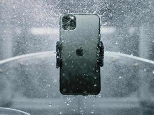 iPhone 12 kháng nước tốt hơn quảng cáo của Apple