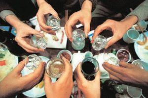 Hiểm họa khôn lường của việc uống rượu thụ động